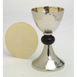 Kielich srebrny z czarnym pierścieniem - 20 cm.