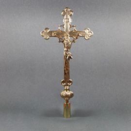 Krzyż mosiężny procesyjny - wysokość ok. 62 cm.